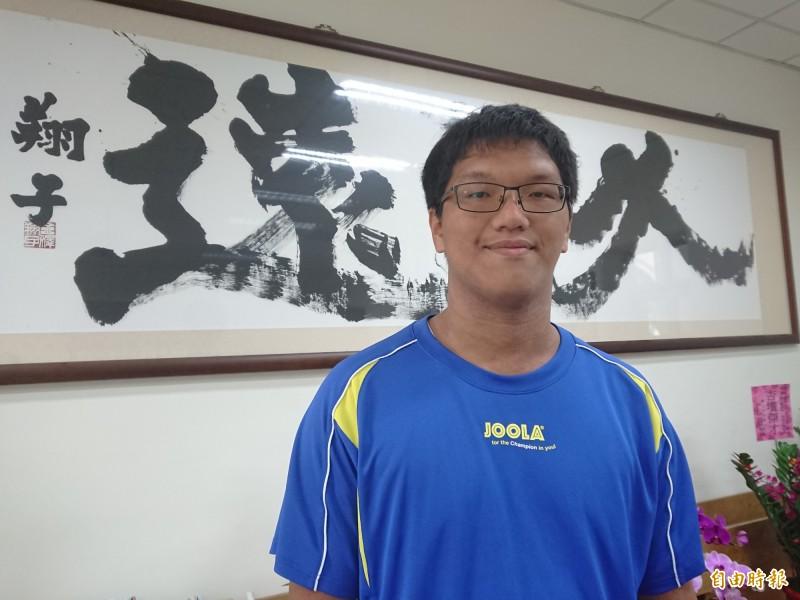 台南一中排球校隊劉柏漢考上台大醫科。(記者洪瑞琴攝)