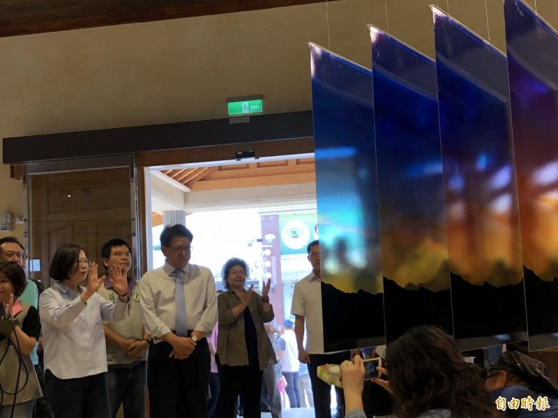 蔡總統今天到屏東參觀莫拉克風災十週年紀念特展。(記者羅欣貞攝)