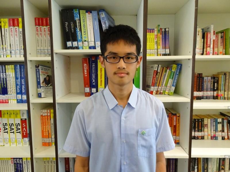 指考分發放榜,台北市私立薇閣高中獲佳績,蔡子賢在指考全國二類組拿到第3高分,相當優秀。(薇閣高中提供)