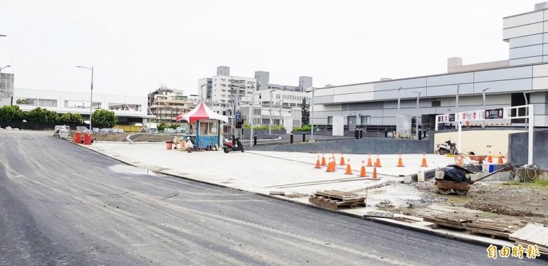 未來車輛將引導至鳳山火車站地下停車場停放。(記者陳文嬋攝)