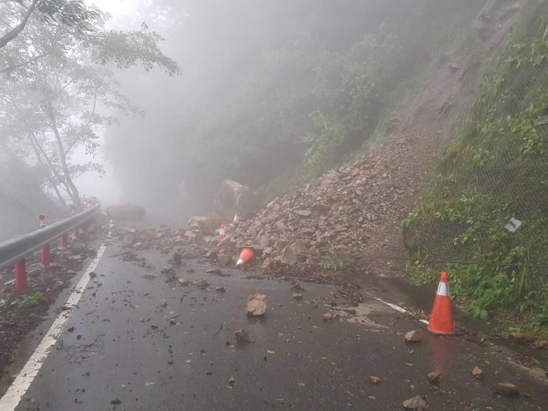 雪山路40公里處道路坍方。(記者張軒哲翻攝)