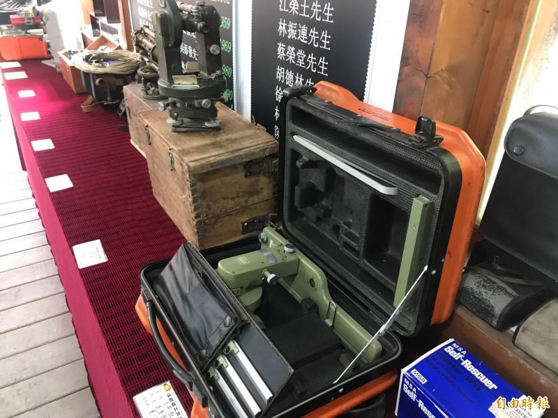 礦工的工具設備,包羅萬象。(記者林欣漢攝)