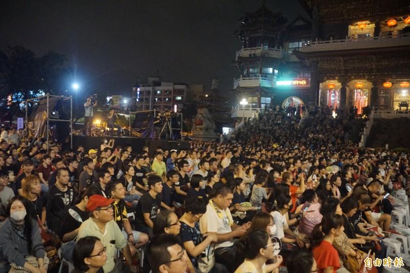 陳柏惟惜別晚會吸引逾2000位民眾到場相挺。(記者黃佳琳攝)