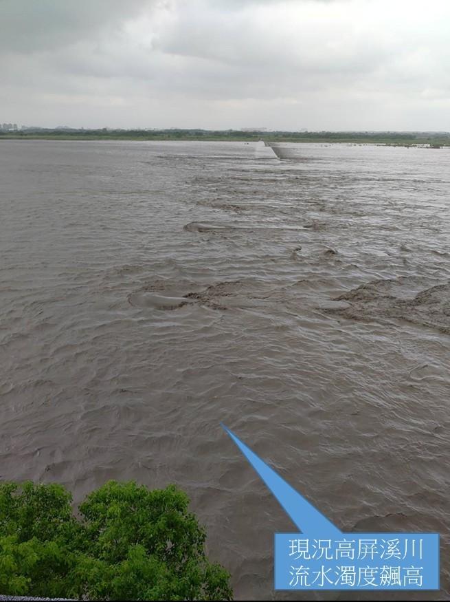 高屏溪攔河堰濁度飆高,南水局啟動伏流水支援高雄地區供水。(南水局提供)