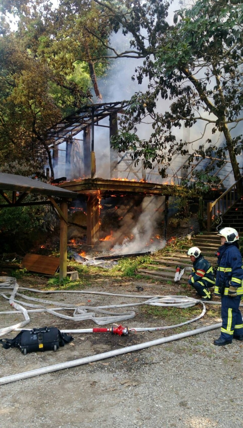 知名「優人神鼓」劇場木屋遭焚毀,起火原因待查。(記者姚岳宏翻攝)