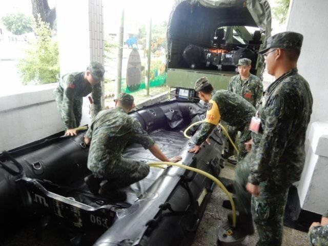 國軍第四作戰區針對災害潛勢區完成編組救災兵力340員,各式應援裝備、機具11類347具,可有效支援地方所需。(圖/第四作戰區提供)