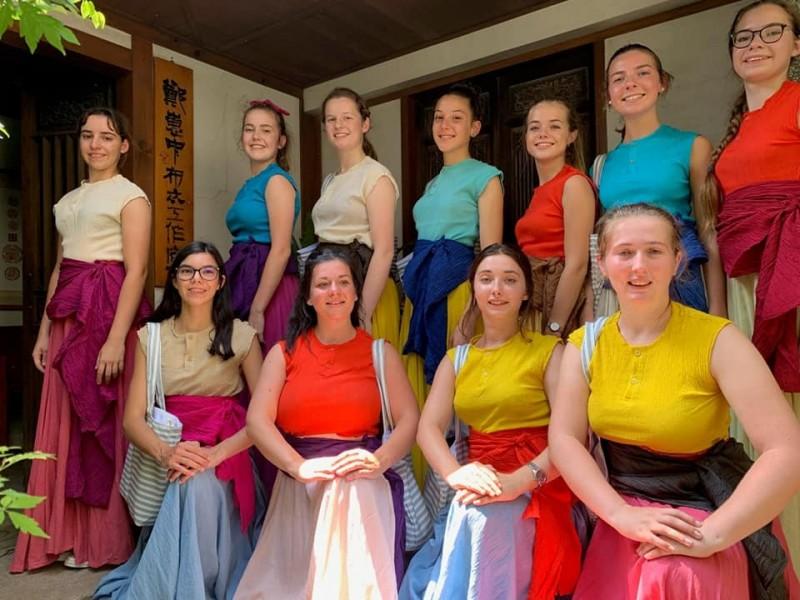 來自法國Bleuniadur舞團11日來台,傍晚將在玉里鎮踩街、在玉里藝文中心演出布列塔尼的傳統舞蹈,免費入場。(圖擷取自玉里天主堂臉書)