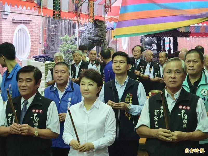 樂成宮舉辦普度法會,市長盧秀燕(圖中)說,今日未傳豪雨重大災情,仍會繼續繃緊以備應變。(記者張瑞楨翻攝)