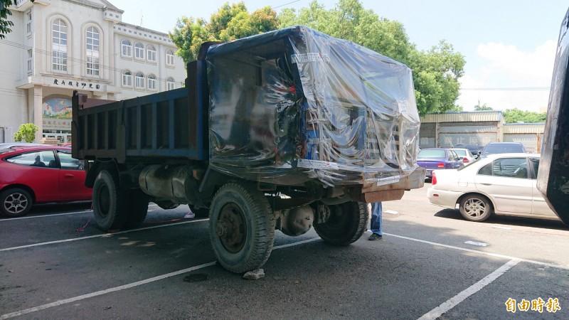 唯一被拍出的拼裝車最後喊價10萬5000元。(記者廖淑玲攝)