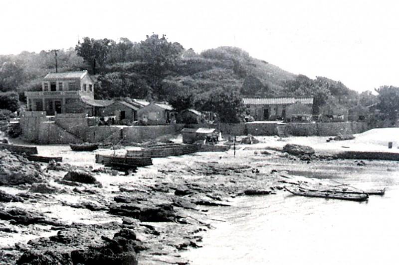 鐘清溪1971年所拍的小琉球海仔口漁村。(鐘清溪提供)