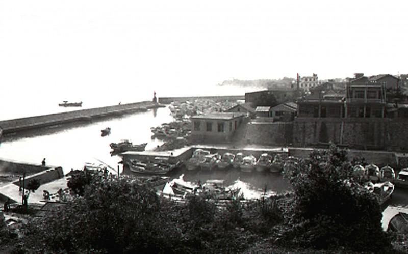鐘清溪1971年所拍的小琉球白沙港。(鐘清溪提供)