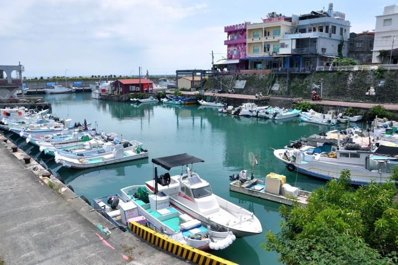 鐘清溪今年所拍的小琉球白沙港。(鐘清溪提供)