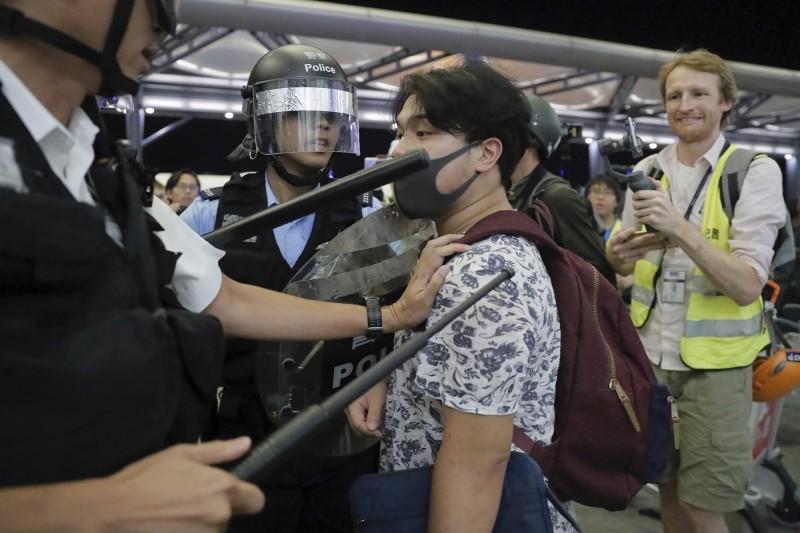 香港中文大學新聞及傳播學院教授李立峯等學者,針對反送中抗爭所做的研究發現,走上街頭的反送中示威者有近60%不到30歲,約75%受過至少若干大學教育,16%過去從未參與過社會運動。(美聯社)