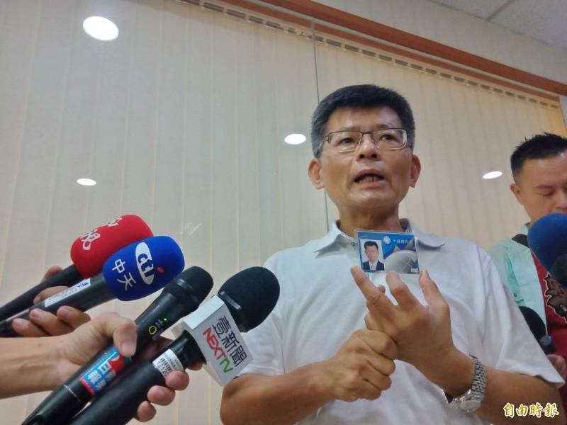楊秋興宣布退出國民黨,將寄回黨證。(記者葛祐豪攝)