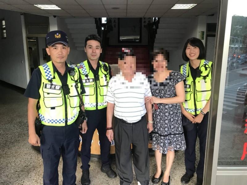 黃翁平安找到回家路,家屬連聲感謝警方的機靈。(記者陳賢義翻攝)