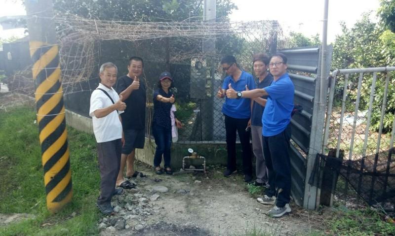 自來水公司在台南下營西連里埋設口徑100公厘延性石墨鑄鐵自來水管900公尺,並在日前完工,西連里19戶有自來水可用了。(台水公司提供)