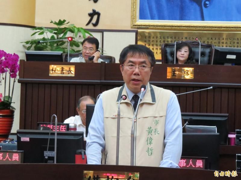 台南市長黃偉哲率一級主管赴議會天進行治水專案報告。(記者蔡文居攝)
