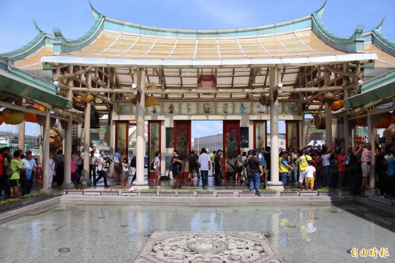 彰化縣14家觀光工廠聯合行銷,其中之一台玻館,園區內玻璃廟打出特色與招牌。(記者張聰秋攝)