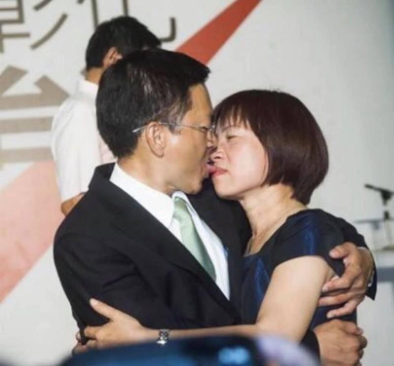 魏明谷向支持者徵求老照片,支持者po出這張。(記者顏宏駿翻攝)