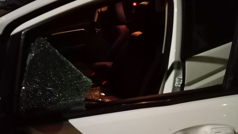 彰化傳出砸車男,夜半拿水泥塊瘋砸8台車。(取自~~我愛鹿港小鎮~~)