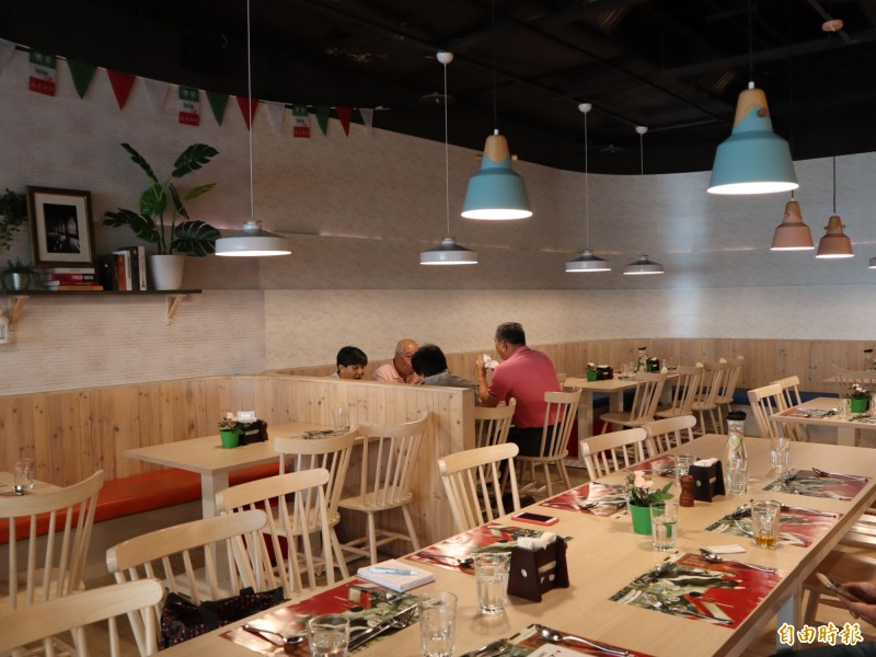 樂樂義式廚房希望提供消費者加倍歡樂的空間及美食。(記者歐素美攝)