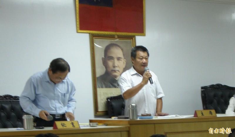 前南州鄉民代表會主席、現任鄉代黃文超(右)(記者葉永騫攝)