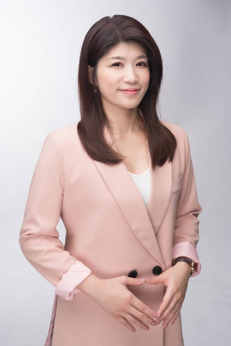 宣布將參選新竹縣立委第一選區的綠黨縣議員余筱菁。(余筱菁提供)