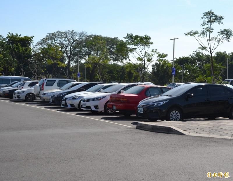 屏東縣家庭擁有停車位的比例居全台之冠。(記者侯承旭攝)