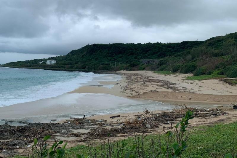 砂島保護區沙灘受這一波雨勢傷害景觀嚴重。(記者蔡宗憲翻攝)