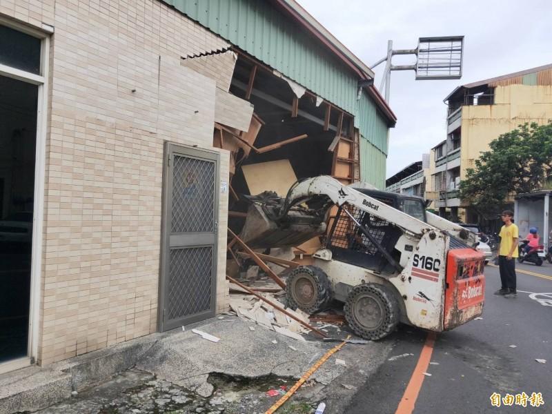斗六內環路與文化路口「瓶頸」處的地上物終於要拆除,道路「正式」打通。(記者詹士弘攝)