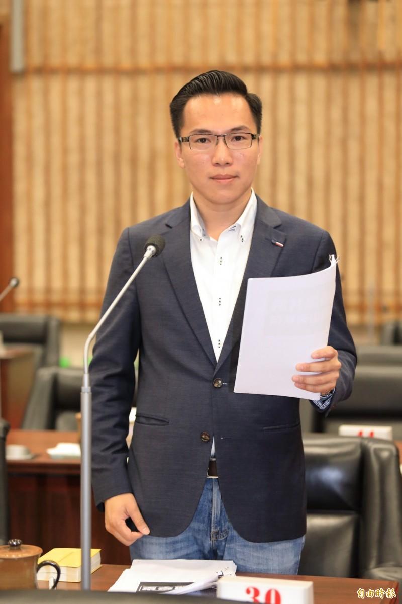 高雄市長韓國瑜公開講座車疑被裝追蹤器,民進黨議員林智鴻批評韓國瑜黔驢技窮沒新梗,像是得了被害妄想症,有證據為何不提告?不然只是無端的選舉操作。 (記者陳文嬋攝)