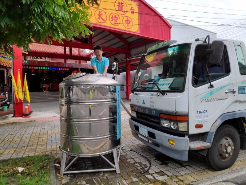 台中市大停水,自來水公司設置臨時取水站。(自來水公司提供)