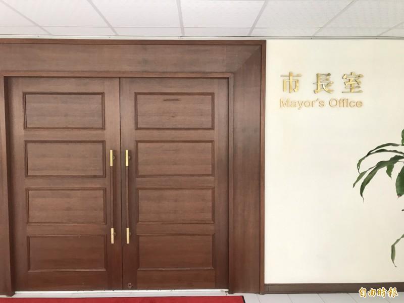 警方主動約訪市長韓國瑜了解偷裝追蹤器案,市府回覆市長沒指示,要等韓市長指示,警方暫吃了閉門羹。(記者黃良傑攝)