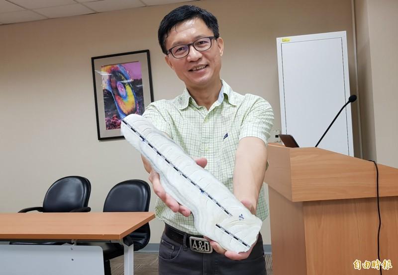 台大地質系教授沈川洲團隊以石筍建立2700年來的東南亞降雨紀錄。(記者簡惠茹攝)