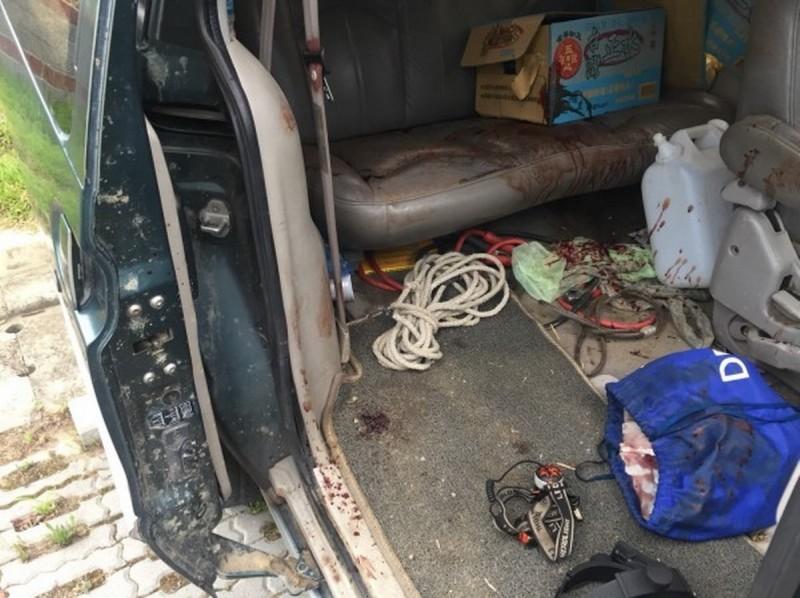 林女坐在廂型車右後座,遭男友誤擊,額頭中彈,座位上血跡斑斑。(資料照,記者鄭名翔翻攝)