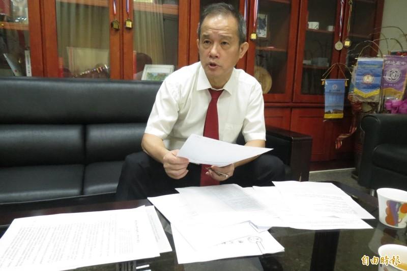 遭爆護航兒子2年半取得學、碩士甚至講師,僑光校長楊敏華說,相關指控對他是人格謀殺,兒子更無辜被牽連,他願配合教育部調查,也不排除提告不實指控,捍衛清白。(記者蘇孟娟攝)
