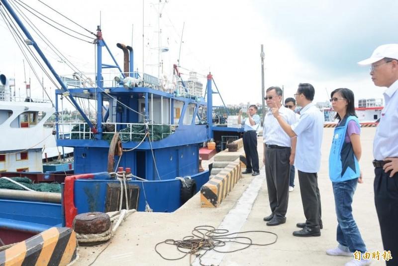 澎湖縣長賴峰偉表達強硬態度,未來不排除將中國漁船炸沉當人工魚礁。(記者劉禹慶攝)
