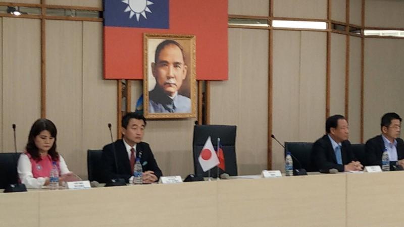 日本國會議員拜訪韓國瑜,韓竟遲到快半小時。(記者黃佳琳翻攝)