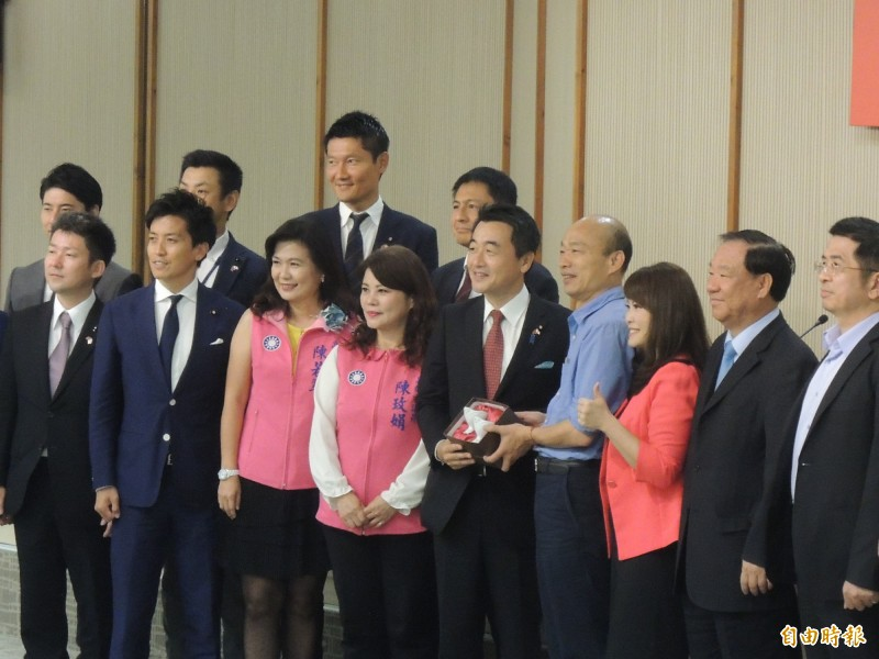 日本自由民主黨青年局長佐佐木紀眾議員拜訪高雄市政府。(記者王榮祥攝)