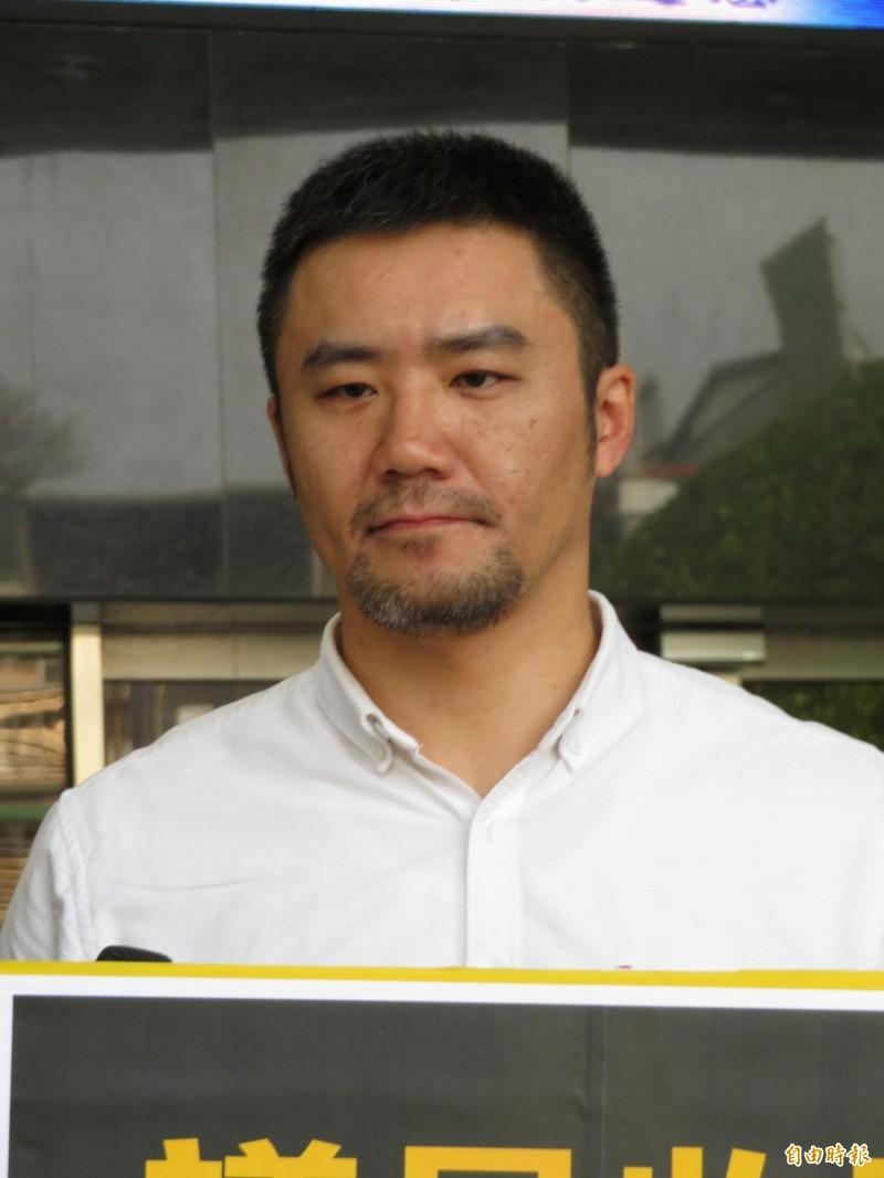 時代力量新北黨部主委陳志明說,希望每個選區都能找到兼顧「捍衛主權」及「公平正義」的人出來與國民黨競爭。 (記者何玉華攝)