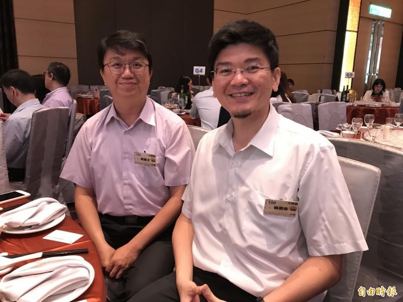 律師周建才(左)與楊偉奇(右)皆已提供法律諮詢服務約十年。(記者蔡思培攝)