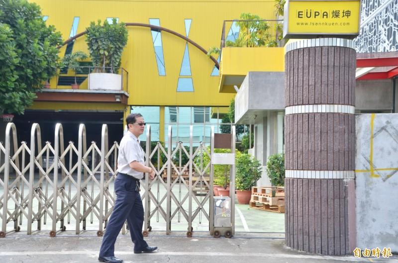 南市勞工局勞資關係科長蔡旺庭到場關切。(記者吳俊鋒攝)