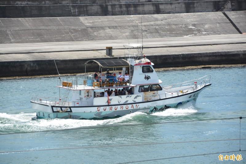 花蓮海域警戒剩豐濱,賞鯨船上午照出航。(記者王峻祺攝)