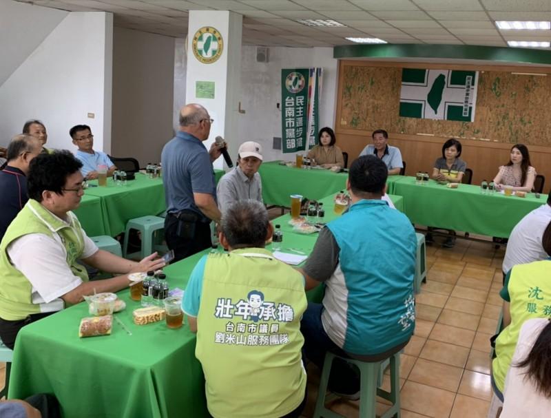 民進黨在台南市成立各選區總統、立委聯合後援會,以鞏固組織戰優勢,力拚總統連任、台南立委全壘打。(民進黨南市黨部提供)