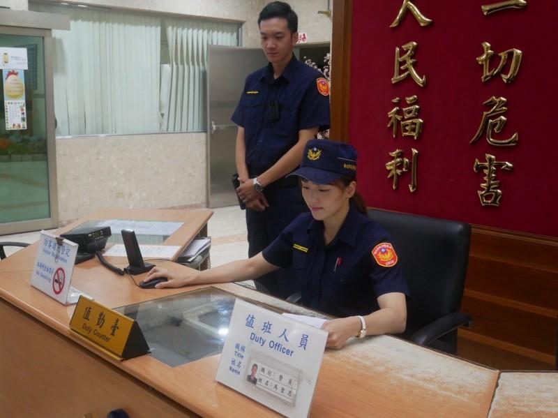 新北市三重警分局巡官黃佩紋。(記者吳仁捷翻攝)