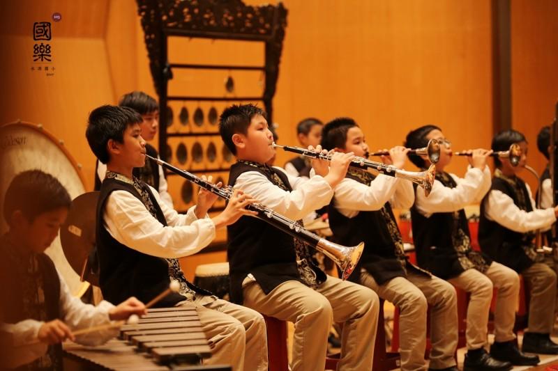 新竹市水源國小有如隱身在都市的田園小學,尤其學生在國樂項目有8次全國特優第一名的紀錄,表現優異。(記者洪美秀翻攝)