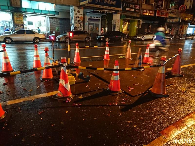 白鹿颱風影響,街道工程警戒。(記者洪瑞琴攝)
