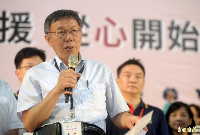 台北市長柯文哲今天下午4點半將來到宜蘭逛羅東夜市與宜蘭市東門夜市,全程由國民黨議員黃定和坐陪。(資料照)