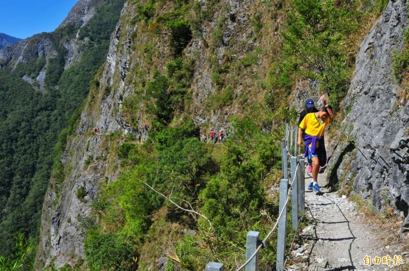 錐麓古道是熱門健行路線,外國人今年9月起可提前申請。(記者花孟璟攝)