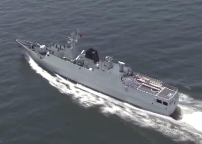 駐港解放軍惠州艦進行實彈射擊演習的畫面。(微博截圖)